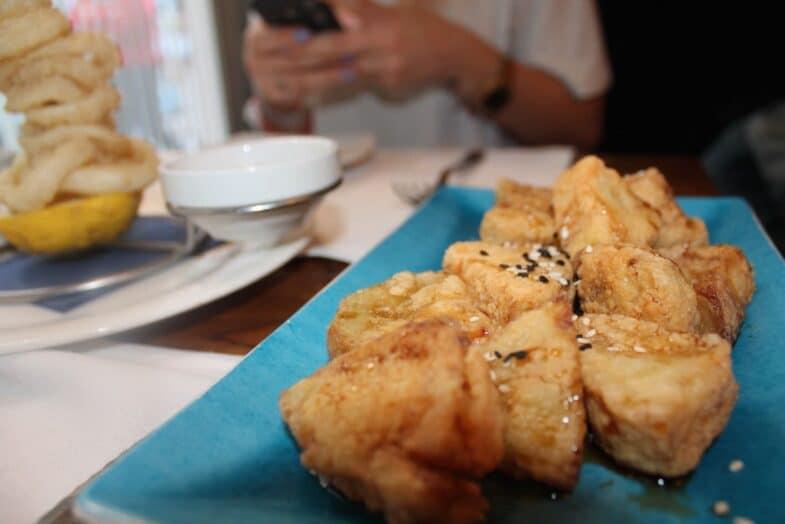 Berenjenas fritas a la miel de soja