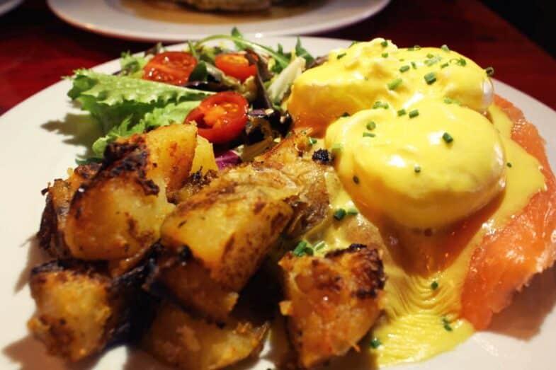 Huevos benedictos con salmón
