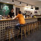 Datos de Interés Qué: Cenas y comidas en The Benedict Barcelona Dónde: Carrer d'en Gignàs, 23 Horario: L 10:00h-17:00h / M-M 19:00h-2:30h / J-D 10:00h-2:30h. Consulta los horarios detallados para cenas y brunch aquí. Precio: 20€-25€/pax Contacto: 935 507 511 / info@benedictbcn.com Web: The Benedict