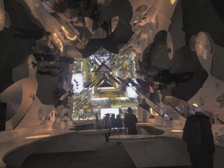 La sala primera simula un caleidoscopio que refleja las influencias del Celler.
