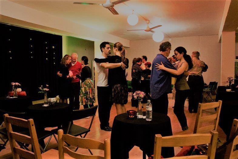 Aficionados en la clase de Tango