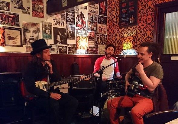 Luz Verde en acción en El Café Rock&Roll