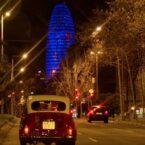 """Nuestros coches """"vintage"""" con la torre Agbar al fondo"""