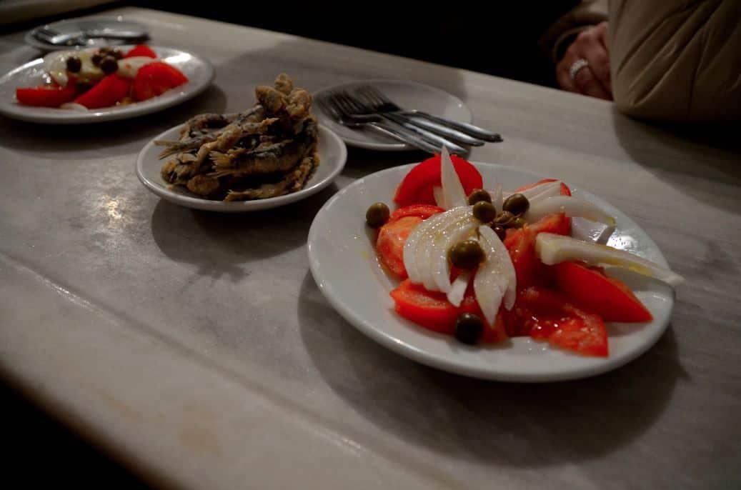 Hicimos un descanso en un bar de tradición en Barcelona