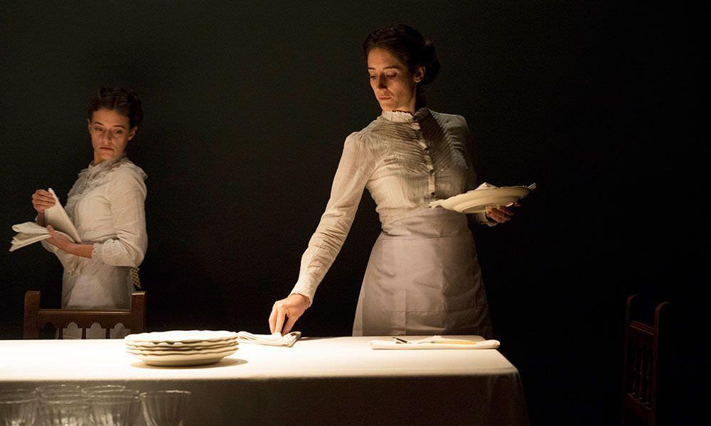 La obra cuenta la historia de una familia a través de 90 comidas de Navidad