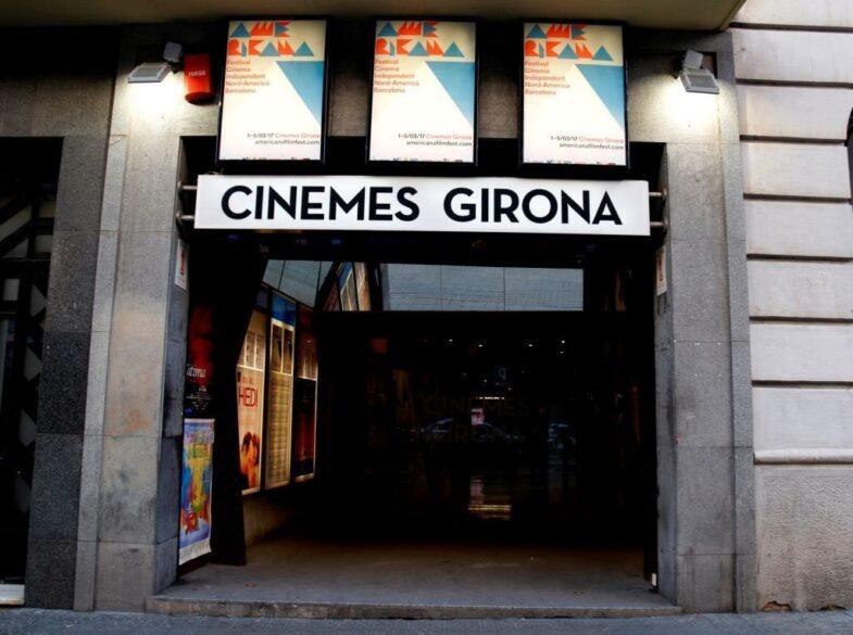 Entrada de los cines Girona, lista para los cinéfilos.