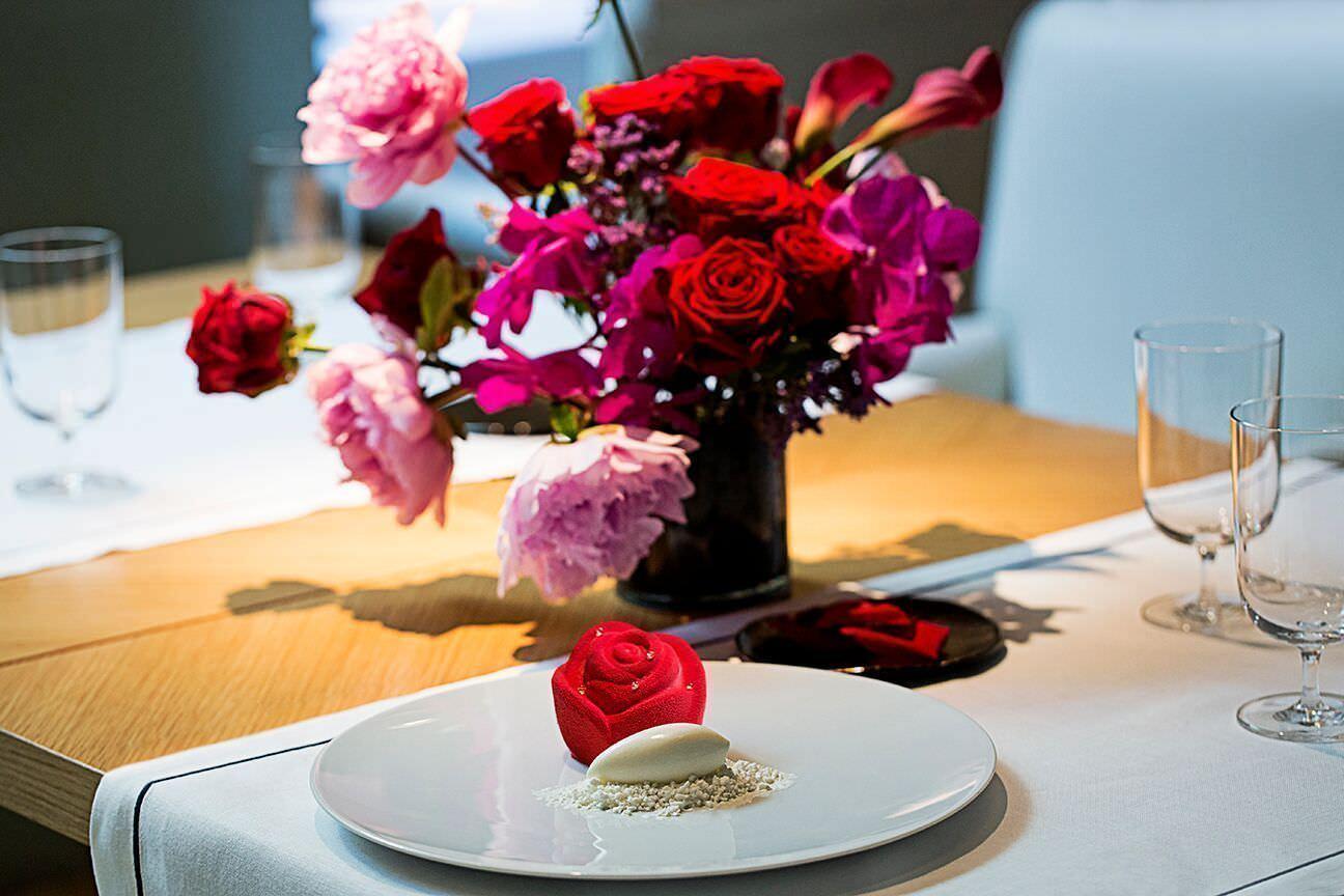 Todo listo para disfrutar del menú especial y el taller de arreglos florales