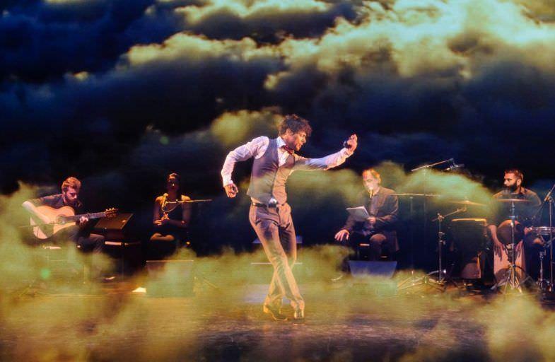 El bailaor José Maldonado, en uno de los momentos de la obra (Fotografía: Josep Aznar).