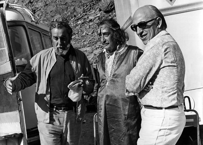 """Dalí visita el rodaje de la película """"La luz del fin del mundo"""""""