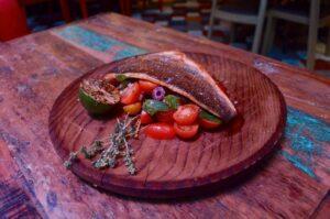 Lubina acompañada con verduras y menta de 14€