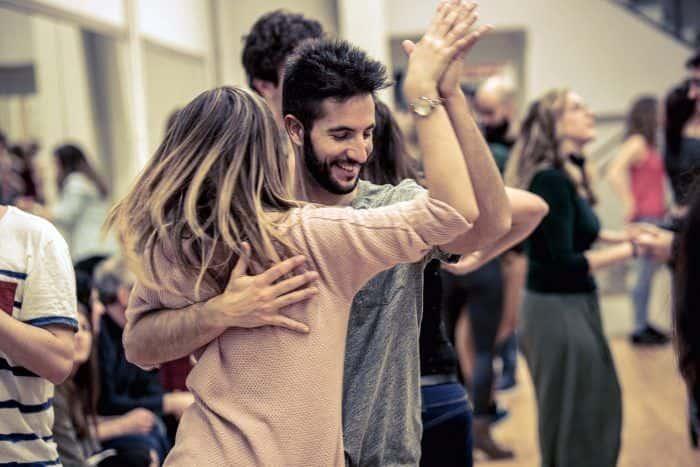 Bailar salsa en U Dance