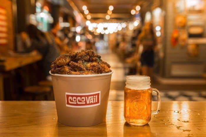 Bucket de alitas + cerveza en Coco Vail