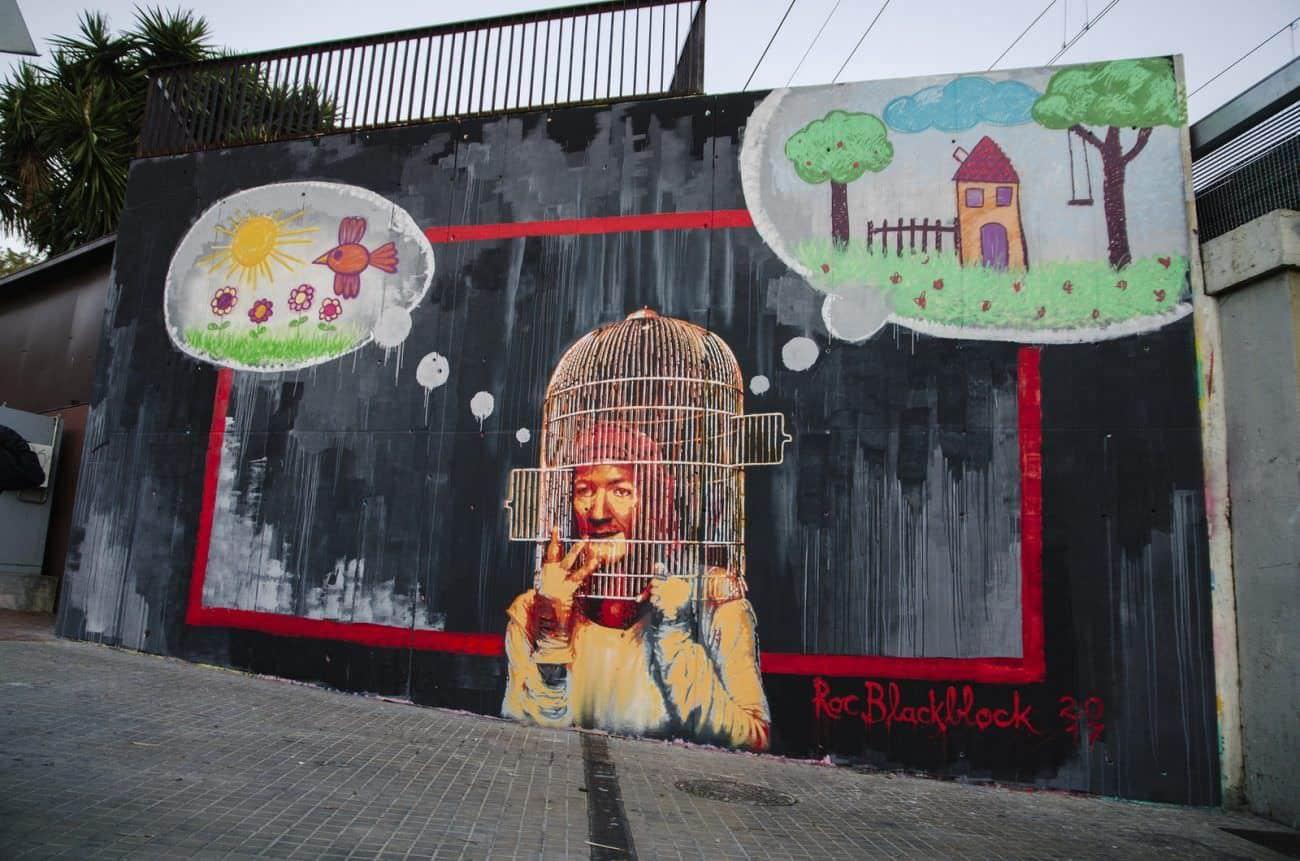 Mujer dentro de una jaula imaginando su libertad - muro situado en la Torrasa de l'Hospitalet