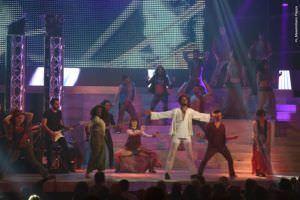 Escena grupal durante el musical.