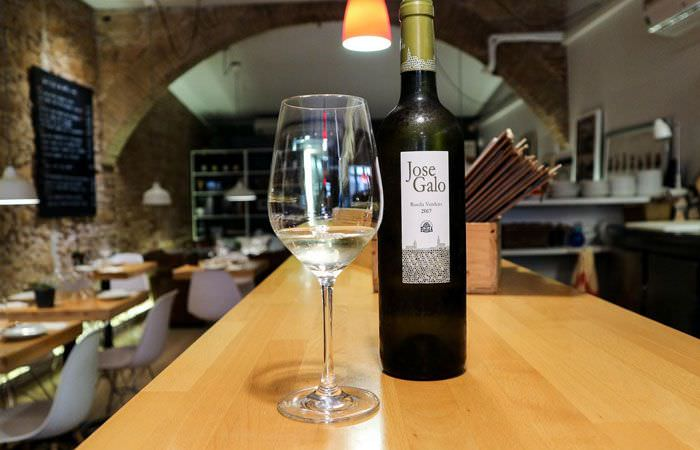 més de vi
