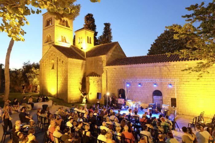 Noches de blues en el Poble Español Riu Estiu en el Poble Español ®