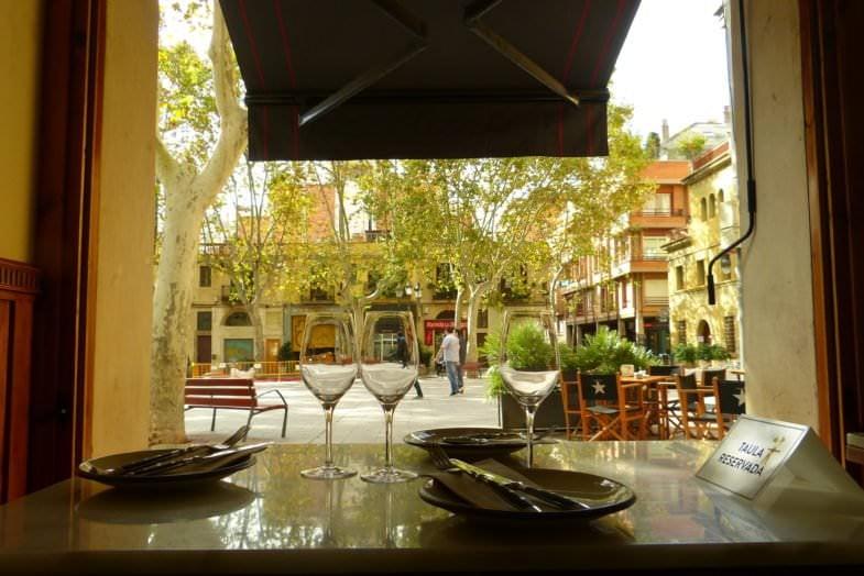 La mesa privilegiada: vistas directas a la magnífica Plaza de La Concordia.