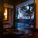 Las mesas altas de Kibotaberna.