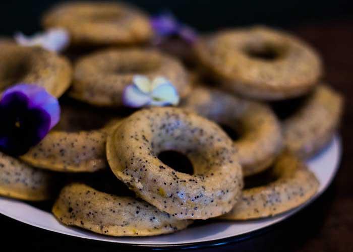Donuts de limón y semillas de amapola