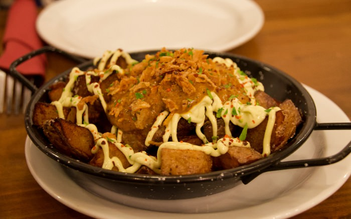 Patatas bravas versionadas por Cal Trapella