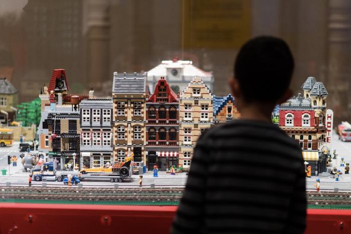 Se han necesitado 1 millón de piezas Lego para crear los escenarios de esta expo