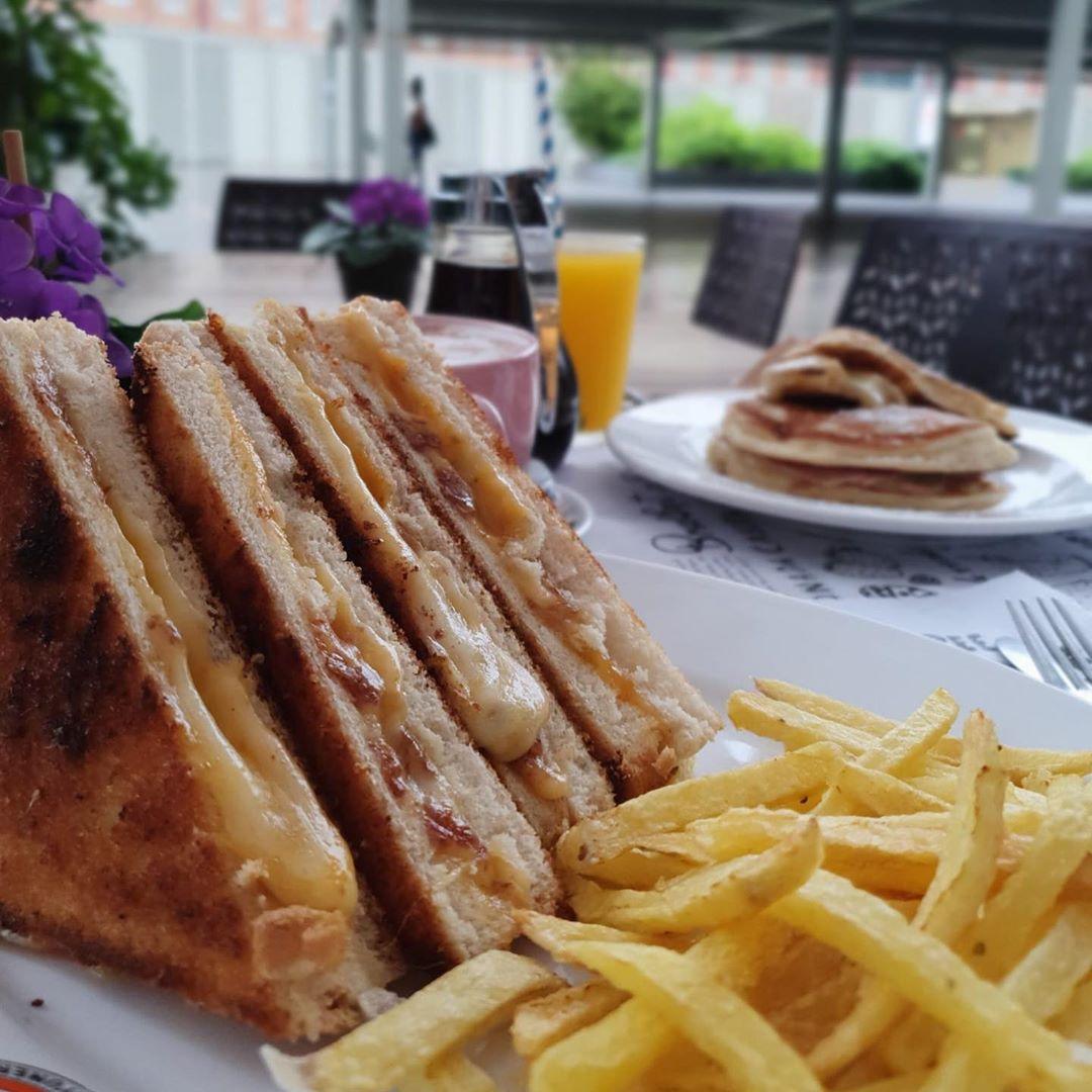 la_desayuneria