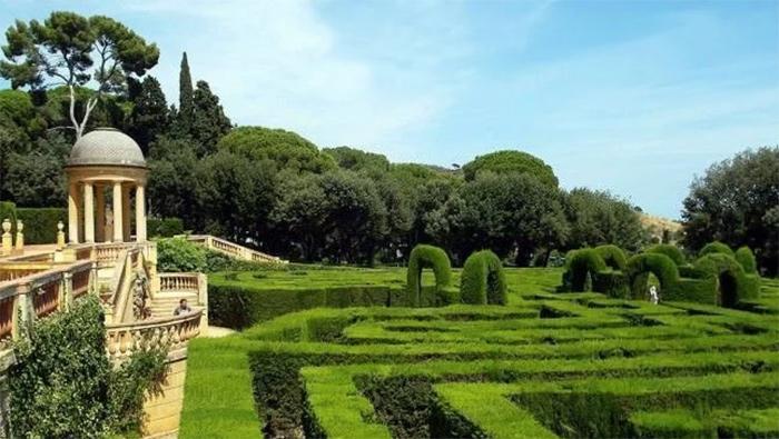 paseo romántico en el laberinto de horta